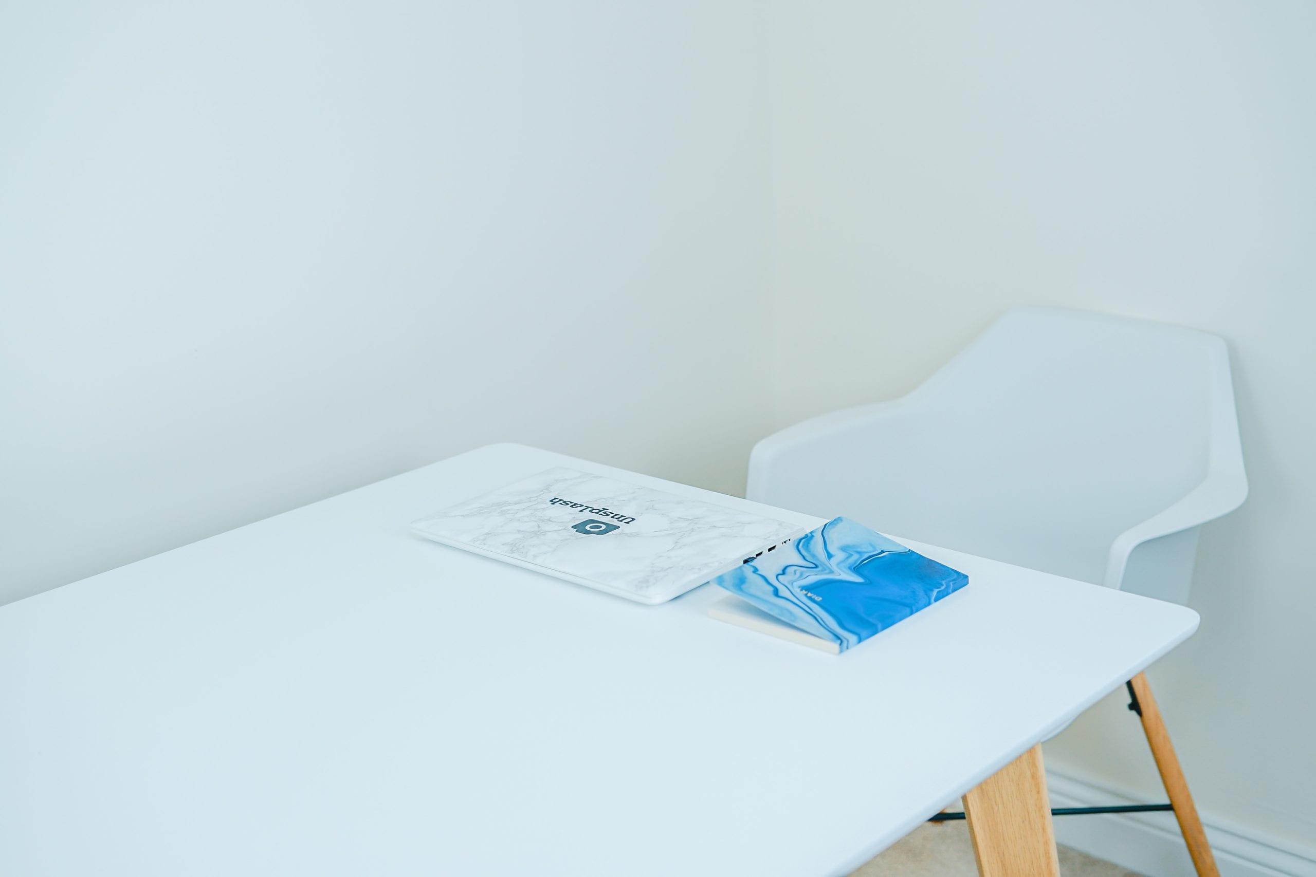 Jaki kolor ścian do białych mebli – poradnik dekoracyjny