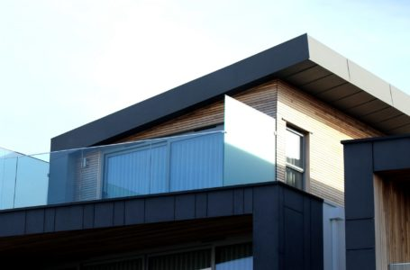 Jak skutecznie zabezpieczyć dach płaski i z niewielkim spadkiem?